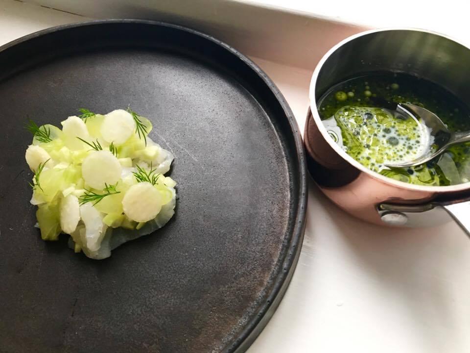 Rimmet torsk med æbler, agurk, peberod og kærnemælk