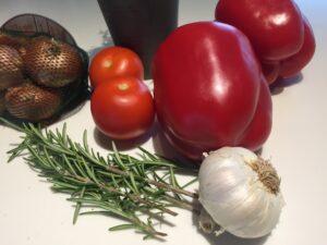 Indkøb til retten som Rasmus Bungaard Nielsen har kreeret til Pinot Noix. Skalotteløg, rød peber, timian, hvidløg, tomater og meget mere.