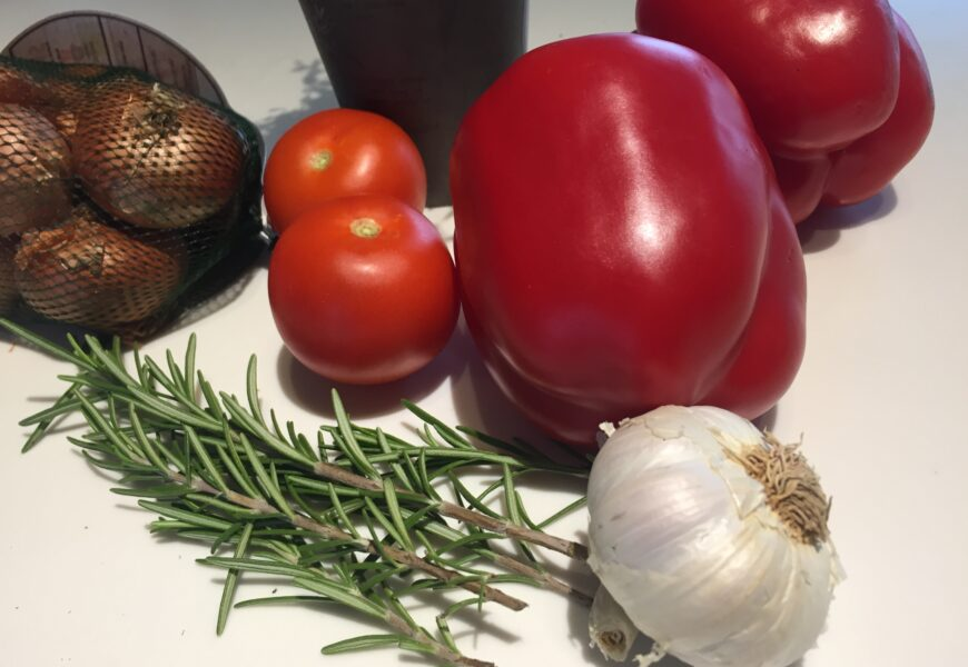 Kalve ribeye, kartoffel terrin, saltbagte løg og Karl Johan svampe sauce